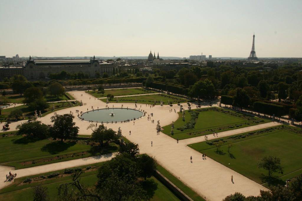 Jardins du Tuileries et La Tour Eiffel