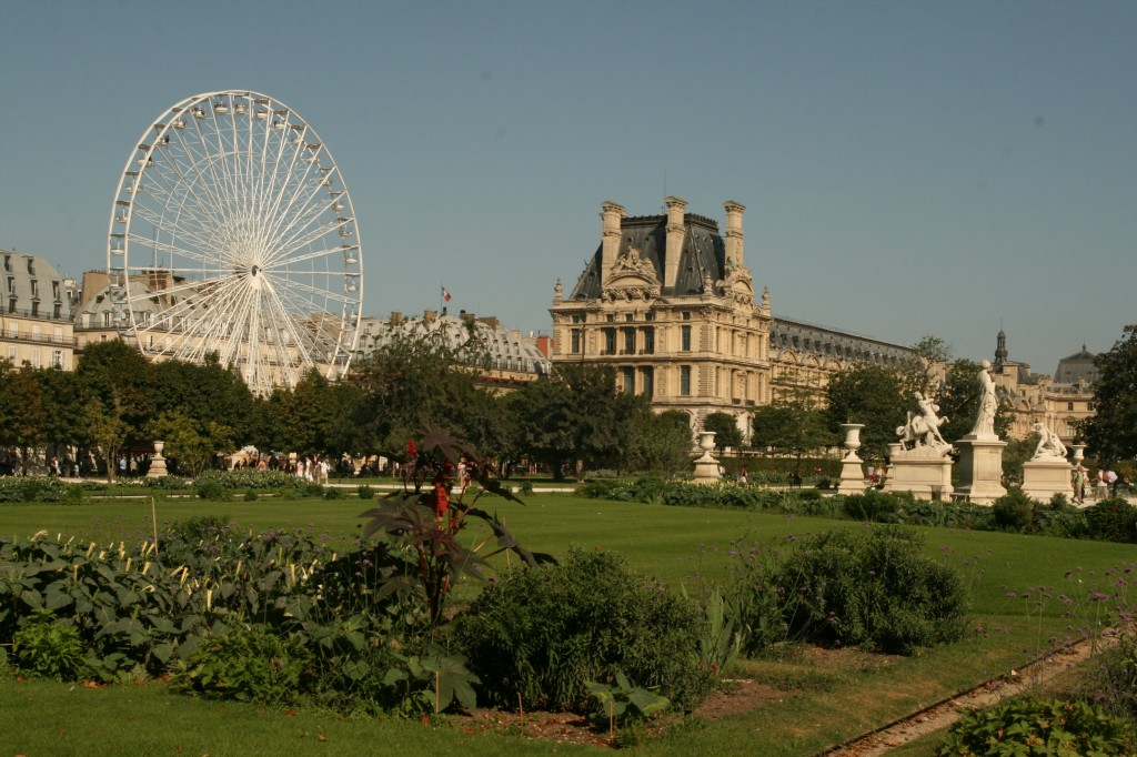 The Lovre and the Fête Foraine Ferris Wheel in Paris